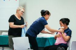 Hình 2 - Thực hành chăm sóc trẻ bằng phương pháp Kangaroo