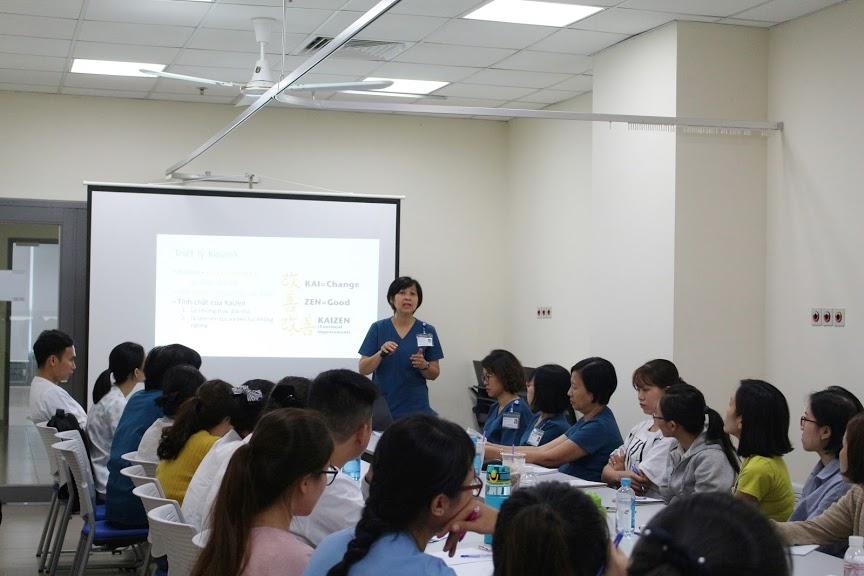 Ban giảng huấn trình bày về ứng dụng phương pháp Kaizen