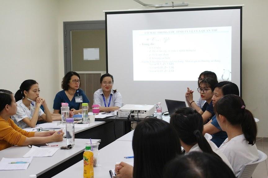 Các học viên thảo luận vấn đề
