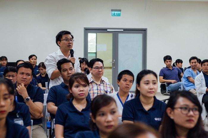Nhân viên bệnh viện đối thoại cùng ban lãnh đạo