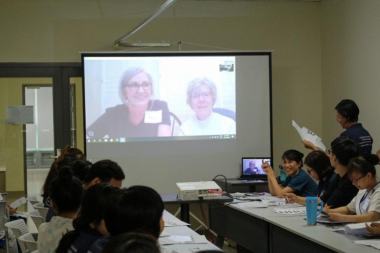 Học viên điều dưỡng trình bày Hướng dẫn người bệnh cách nhận biết tình trạng hạ đường huyết
