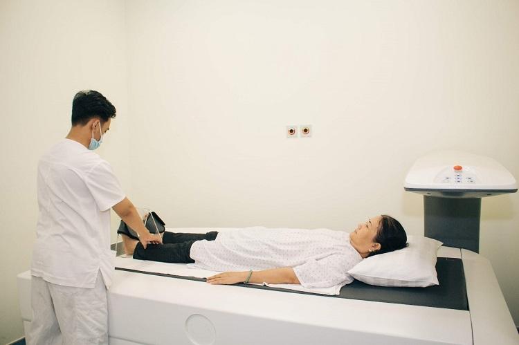 Hình 3a. Đo loãng xương tại Bệnh viện Quốc tế Becamex