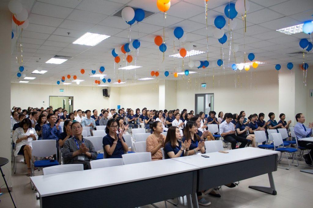 Hình 1b. Nhân viên Bệnh viện tham dự lễ tổng kết