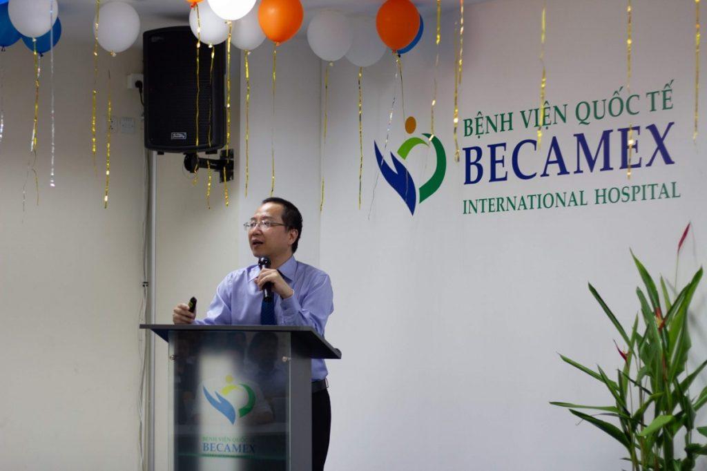 Hình 2. Tổng Giám đốc Bệnh viện báo cáo kết quả hoạt động năm 2019