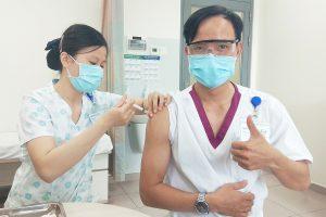 benh vien becamex tiem ngua vaccin covid19 cho nhan vien